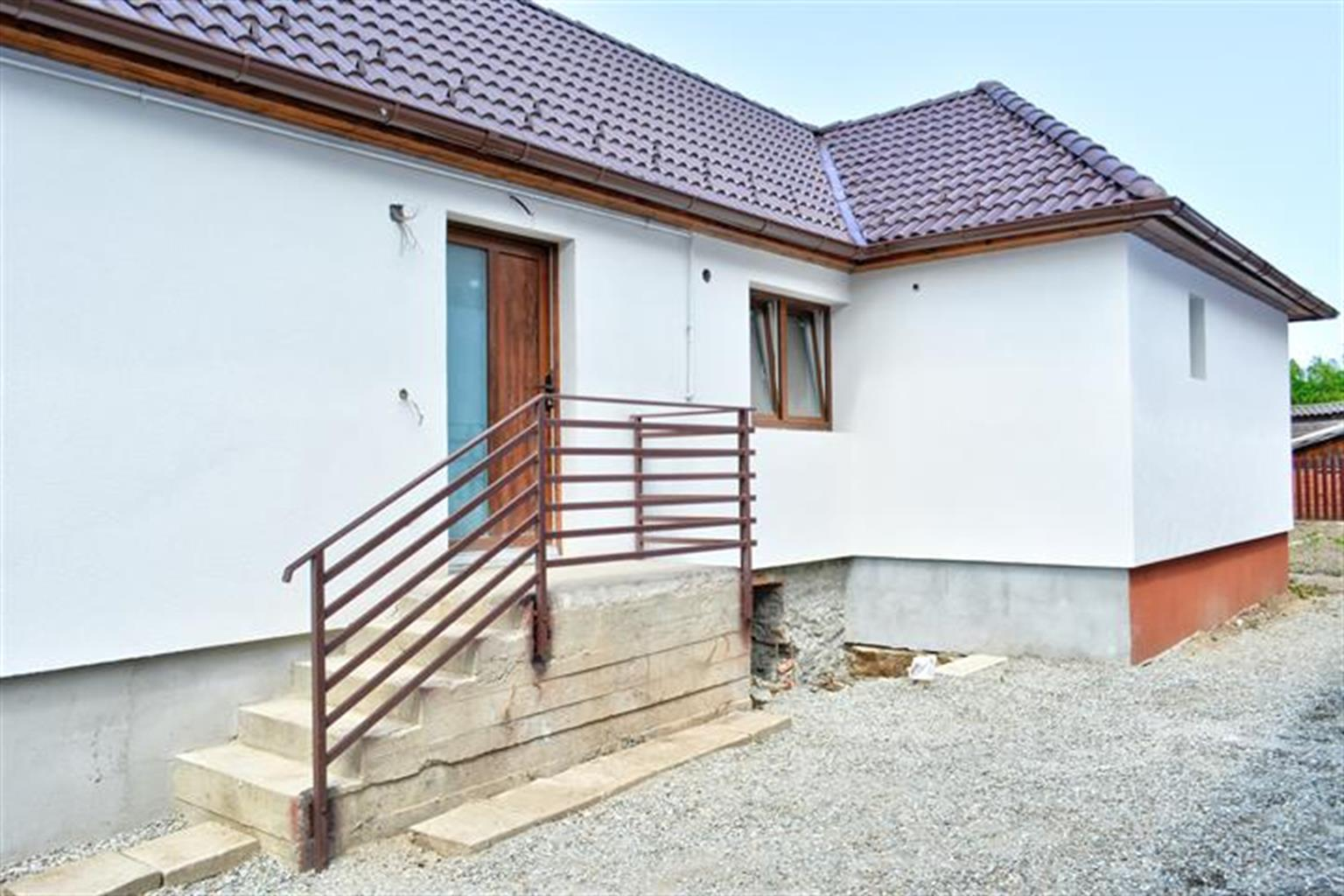 Casa 4 camere singur in curte Turnisor
